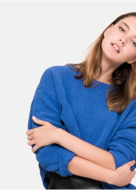 BLUE ROUND NECK CHENILLE SWEATER