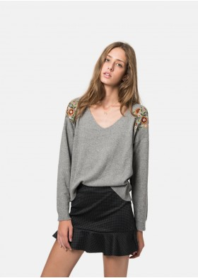 PLANT EMBROIDERED V-NECK SWEATER