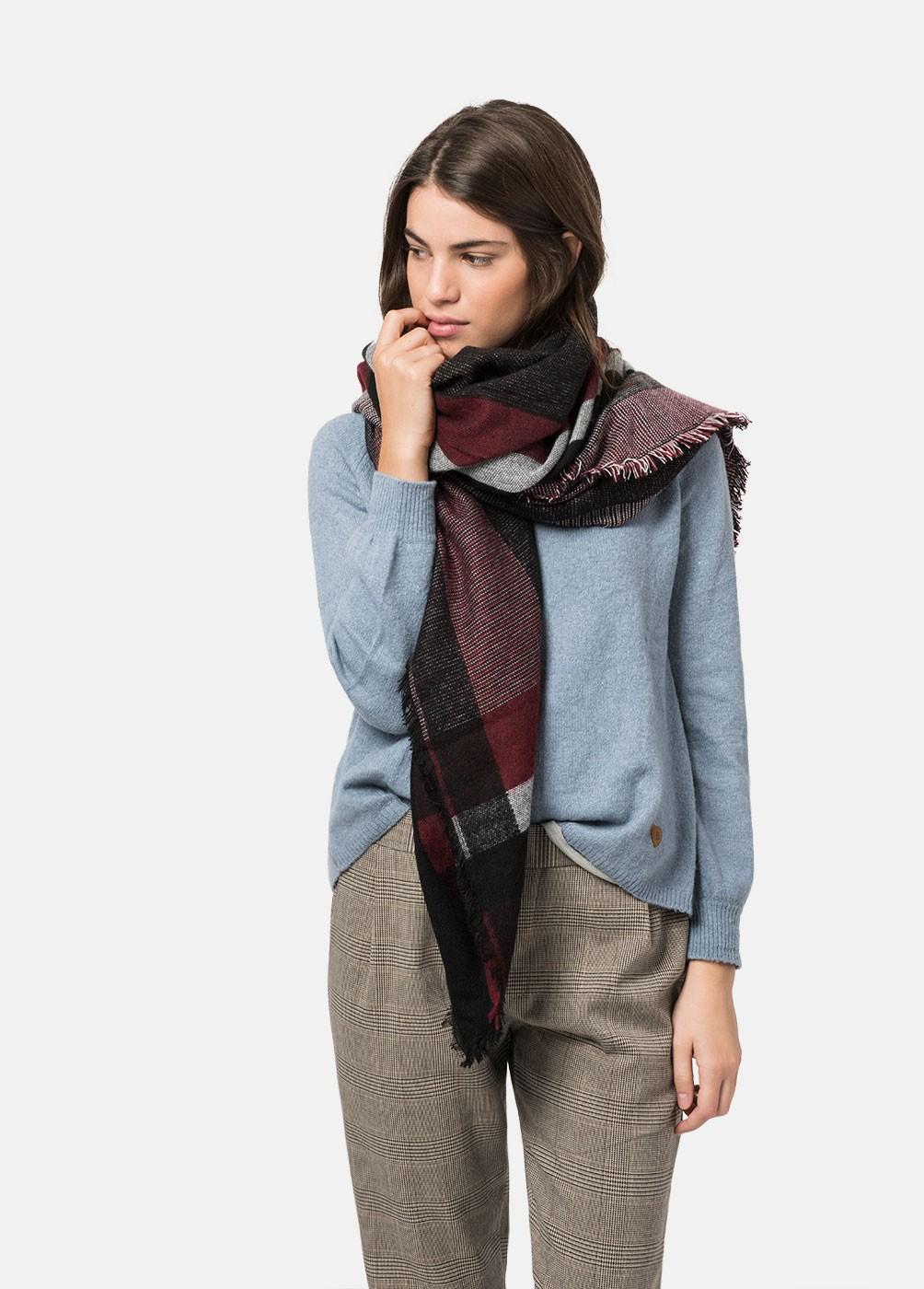 Big checkered scarf