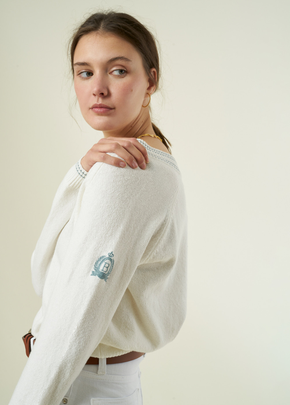 PULL-OVER ARTI COL V BANDES BRODERIE MANCHE