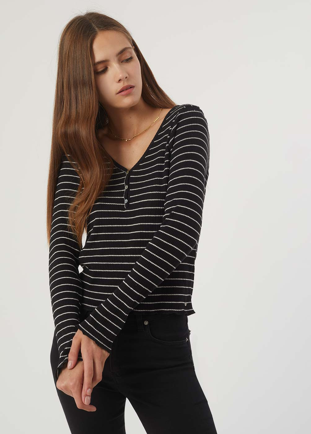 FANCY STRIPED LONG-SLEEVED BUTTON T-SHIRT