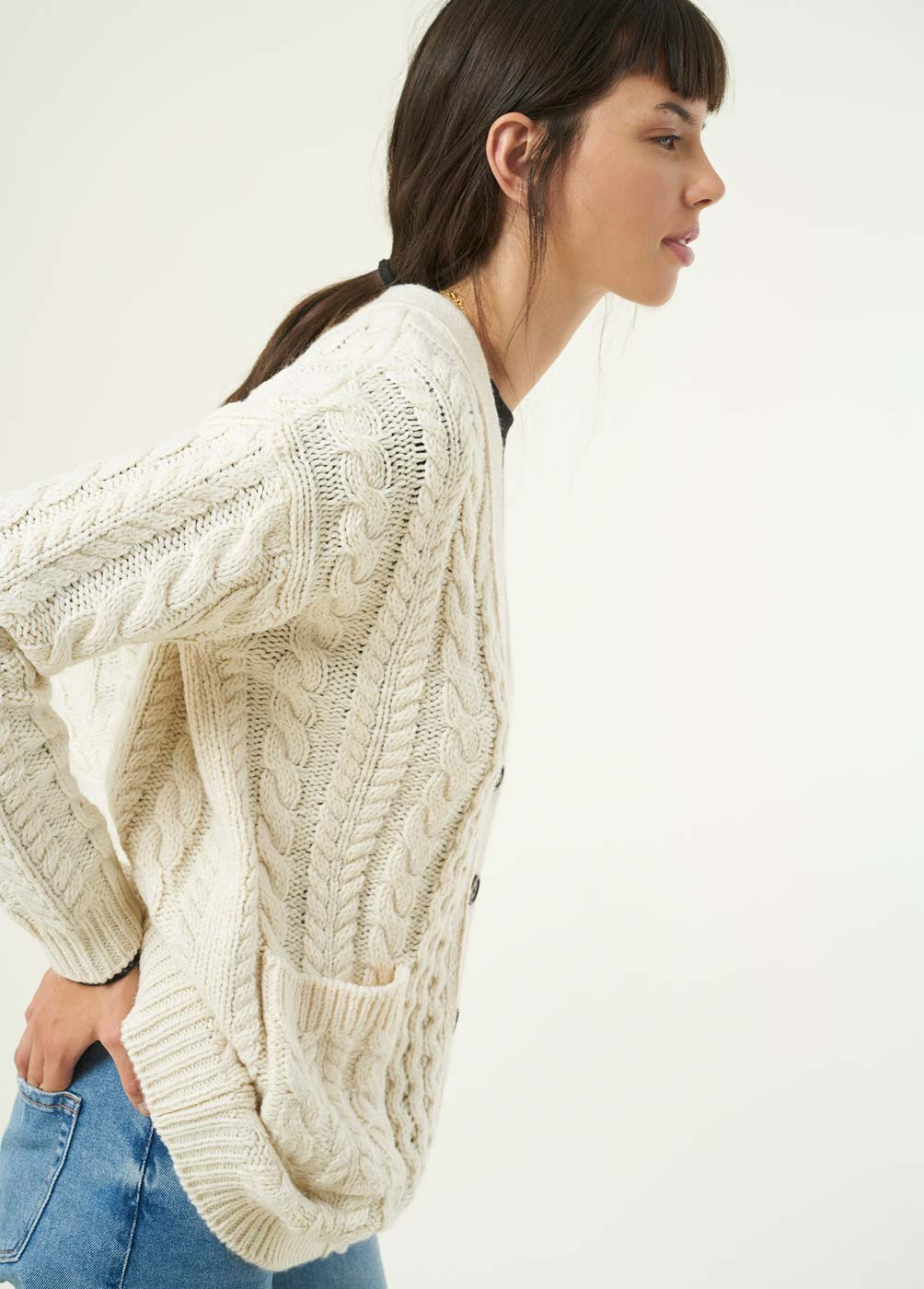 CARDI CABLE-KNIT CARDIGAN WITH POCKETS